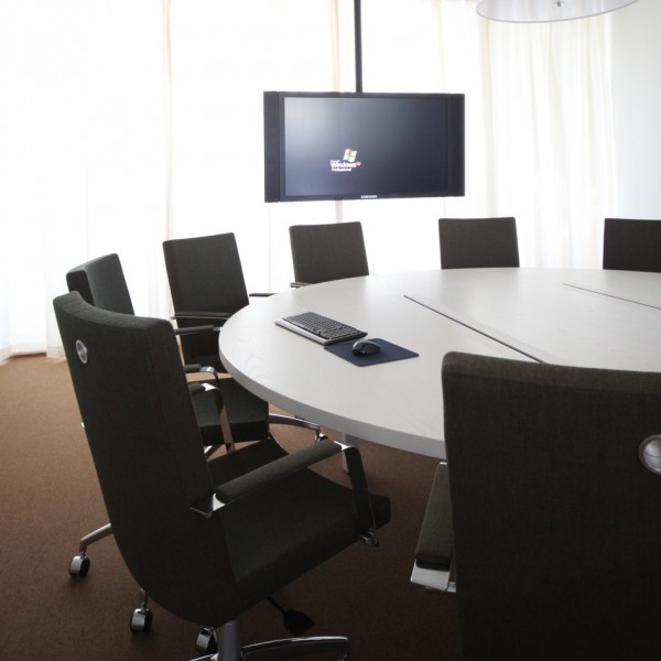 table de conf rence ronde in tensive finition statifi. Black Bedroom Furniture Sets. Home Design Ideas